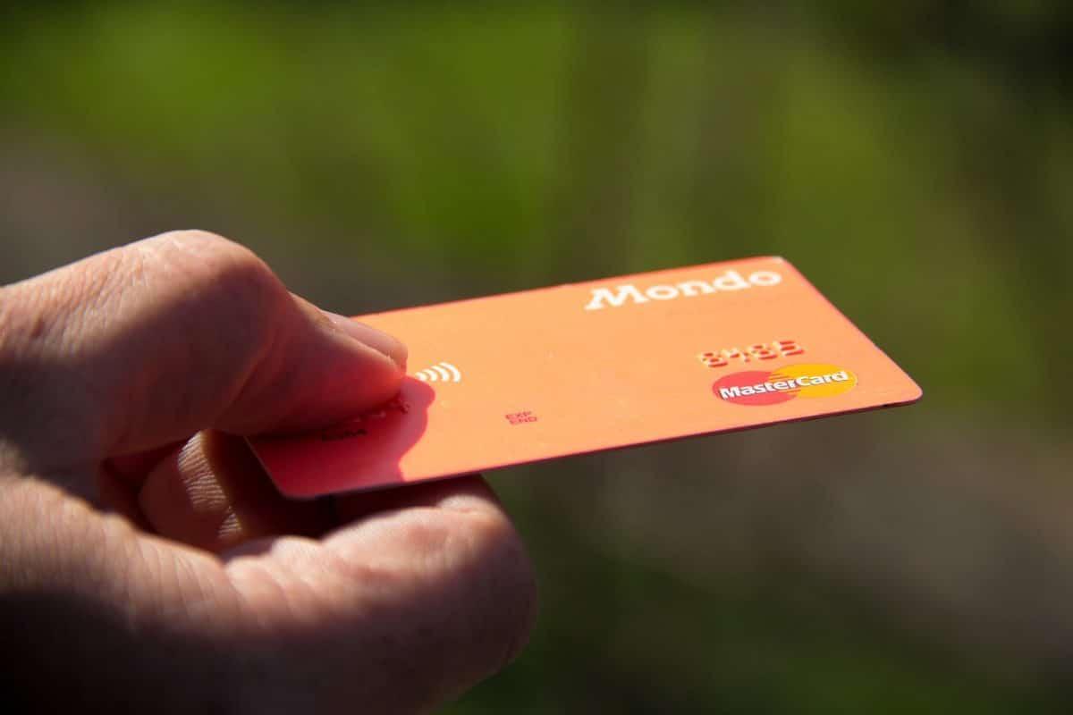 Comment réduire les frais bancaires quand on voyage ?